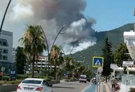 U požaru na jugu Turske stradale četiri osobe, više od 100 ljudi je moralo da bude evakuisano