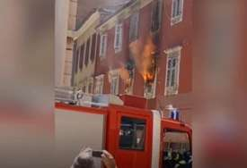 VATROGASCI NA TERENU Zapalio se stan u Zadru, u toku evakuacija, širi se gust dim (VIDEO)