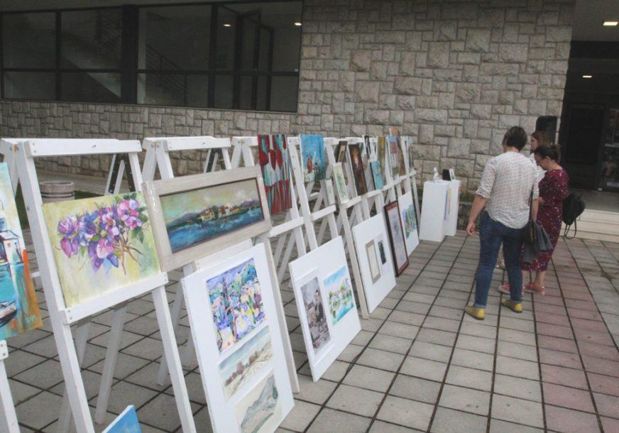 Slikari darovali radove za djecu u hraniteljskim porodicama: Na aukciji prikupljeno više od 5.000 KM