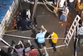 "BIZARAN SLUČAJ Zemlja ""progutala"" automobil u Mumbaiju (VIDEO)"