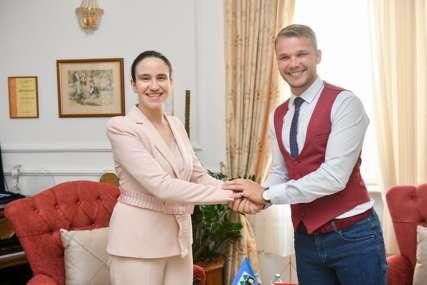 Sastali se najmlađi gradonačelnici: Stanivuković u Gradskoj upravi ugostio Benjaminu Karić (FOTO)