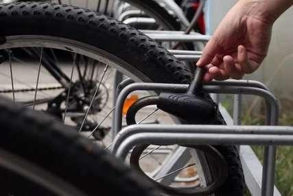 Iz haustora ukraden bicikl: Policija traga za lopovom