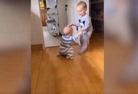 To se zove povjerenje: Dva mala brata oduševila preko milion ljudi (VIDEO)