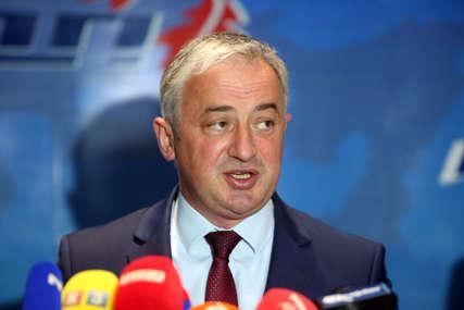 """""""Narodu ne treba političarenje"""" Borenović apeluje na nadležne da upute zahtjev za nabavku medicinskog kiseonika"""