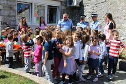 Policija obradovala mališane: Poklonili IGRAČKE DJECI U VRTIĆIMA u Trebinju i Ljubinju