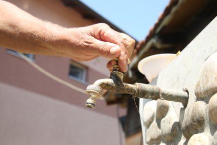 Zbog suvih slavina najavljuju proteste: Mještani Gornje Piskavice već 18 dana bez vode (FOTO)