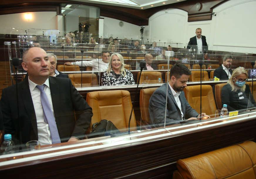 POLITIČKO POZORIŠTE Sjednice gradskog parlamenta postale predstave za javnost (FOTO)
