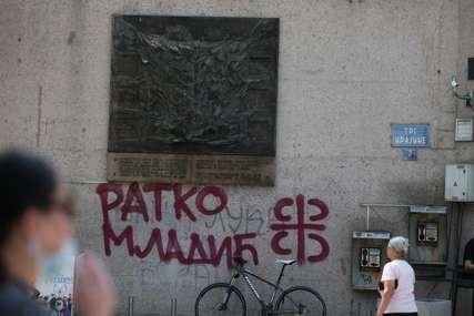 """""""SAMO SLOGA SRBINA SPASAVA"""" U Banjaluci osvanuo grafit podrške generalu Mladiću (FOTO)"""