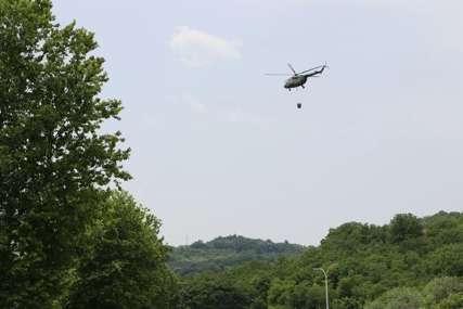 HELIKOPTERIMA NA TINJAJUĆU VATRU Vojne letjelice gase ostatke požara u Čačku, demineri ušli u magacin baruta