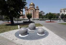 """Nova javna česma u Banjaluci u CENTRU SKANDALA: Arhitekte tvrde da su """"tri loptice"""" plagijat njihovog rješenja (FOTO)"""
