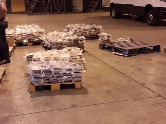 DOBAR INSTINKT I SUMNJIVA TEŽINA Kako je policija Malte otkrila 740 kilograma kokaina kavačkog klana