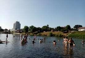Slučajevi utapanja SVE ČEŠĆI: Stručnjaci savjetuju kako da ostanete bezbjedni dok plivate u vodi