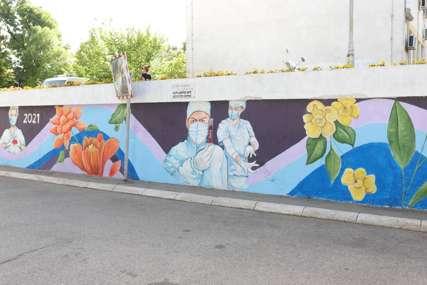 U znak zahvalnosti na borbu ljekara protiv korona virusa: Ispred Doma zdravlja Banjaluka oslikan mural (FOTO)