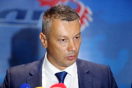 """""""KAKO VAS NIJE SRAMOTA"""" Nešić poručio vlasti da prekine odmore i omogući građanima vakcinaciju"""