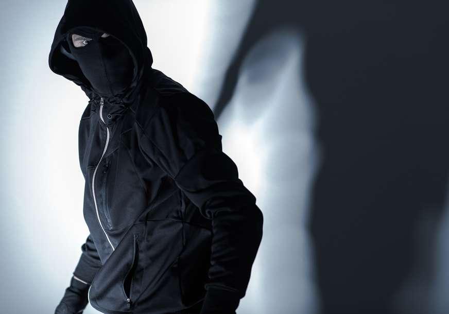 Uhapšen DRSKI RAZBOJNIK: Prijetio nožem radnici zalagaonice, pa iz ladice uzeo novac