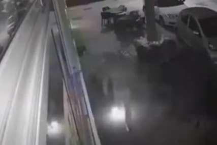 Incident u Mostaru: Zapalio kafić, pa mu vatra zahvatila nogu (VIDEO)