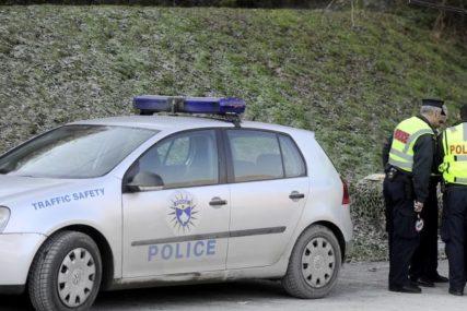 Uprkos brojnim upozorenjima: Muškarac kažnjen sa 450 evra jer je na ulici ljubio svoju djevojku