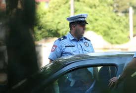 Uhapšen Banjalučanin: Vozio pijan pa vrijeđao policajce koji su ga zaustavili