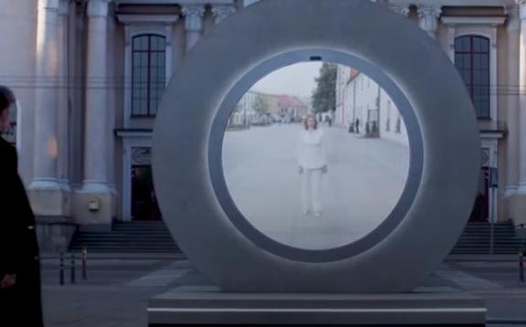 """ORGINALNA IDEJA Futuristički portali """"povezuju"""" gradove (VIDEO)"""