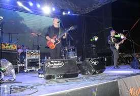 Prvi koncert na otvorenom: Trebinjci uživali uz hitove benda Van Gog (FOTO)