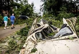 SNAŽNI VJETORVI I GRMLJAVINA Tropska oluja Klodet pogodila jug SAD (VIDEO)