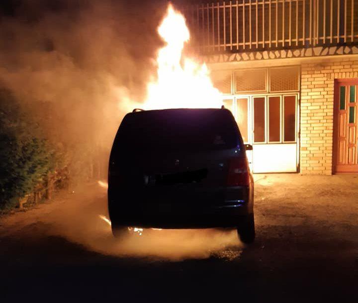POTRAGA ZA NAPADAČIMA Banjalučaninu automobil posut lakom, a zatim zapaljen (FOTO)