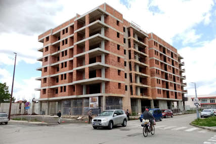 Planirali dobit od zgrade, a ona stoji i propada: Radovi na Pećanima čekaju ishod iz sudnice