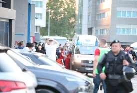DRAMA NA GRADSKOM STADIONU Navijač Borca pao sa tribine (FOTO)