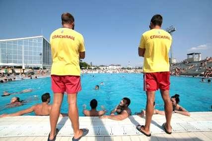 """""""Sreća da nije PALO DIJETE"""" Mladić propao kroz betonsku ploču pored bazena, odmah prevezen u bolnicu"""