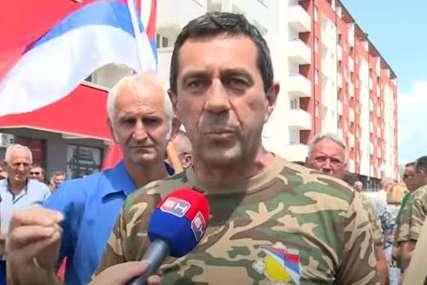 """""""Spriječiti dezertere da uzimaju novac"""" Protest boraca ispred zgrade Vlade u Istočnom Sarajevu (VIDEO)"""