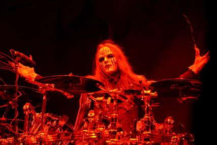 """PREMINUO DŽOI DŽORDISON Bivši bubnjar i jedan od osnivača američkog hevi metal benda """"Slipnot"""" umro u 47. godini"""