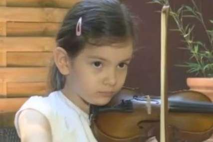 """""""Kad staviš ovaj konjić na violinu, onda se čuje muzika"""" Emilija ima šest godina i već je proglašena za najbolju u Srbiji"""