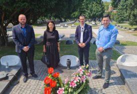 Utemeljivač partije: Delegacija GO SDS Banjaluka položila vijence na grob dr Jovana Raškovića