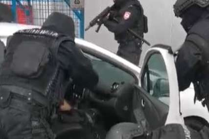 VELIKA AKCIJA U SRPSKOJ Uhapšen inspektor, dva policajca i pripadnik škaljarskog klana (VIDEO)