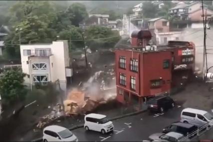 JEZIVI PRIZORI U JAPANU Nevrijeme pokrenulo klizište, uništilo sve pred sobom, rijeka blata protutnjala gradom (VIDEO)