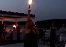 Urnebesan snimak sa svadbe zapalio društvene mreže: Kad kuma zapuca, svi skaču u bazen