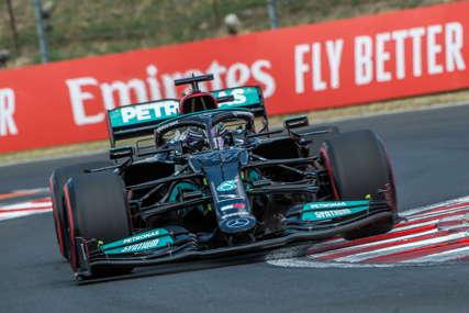 Hamiltonu pol pozicija u Mađarskoj, Botas iza njega, Ferstapen treći