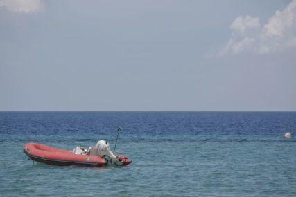 Jaki vjetrovi oduvali djevojčicu nasred mora: Jednogodišnja beba u gumenom prstenu otplutala daleko od obale