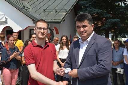 SLAVA SDS Opštinskom odboru Lopare pristupilo 100 mladih članova (FOTO)