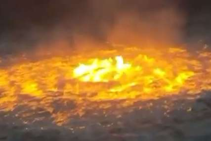 """""""GORIO"""" OKEAN U MEKSIKU Nevjerovatni snimci preplavili mreže, korisnici govorili o """"vatrenom oku"""" (VIDEO)"""