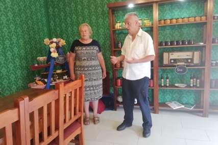 Naizgled nespojivo, taman za zlato: Porodica Sjerić iz sela kod Bijeljine napravila čokoladu posebnog okusa