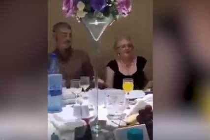 """Snimak sa svadbe hit na Fejsbuku """"Muž je mrgud, pogledajte šta radi svojoj veseloj ženi"""" (VIDEO)"""