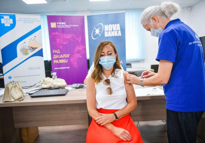 Organizovana vakcinacija zaposlenih u Novoj banci (FOTO)