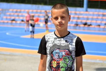 Dječak iz Srebrenice školovanje nastavlja u Beogradu: Talentovanog Njegoša skauti odveli u Crvenu zvezdu