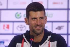 """""""KAKVA ČAST!"""" Novak gledao predstavu, pa mu glumica prišla kad je sišla sa scene (FOTO)"""