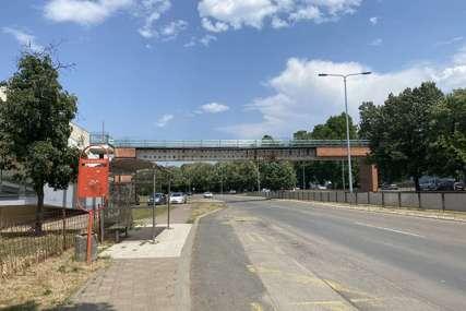 VOZAČI, OPREZ Za vikend obustava saobraćaja na Bulevaru Desanke Maksimović zbog sanacije pasarele (FOTO)