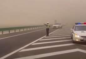 JEZIVE SCENE Gradić u Kini progutala pješčana oluja (VIDEO)