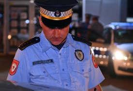 Pune ruke posla za policiju: Vozilom oštetio ogradu, pa pobjegao