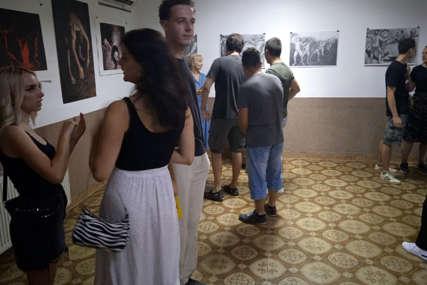 Nova izložba slika u Prnjavoru: Troje mladih umjetnika predstavilo svoja djela