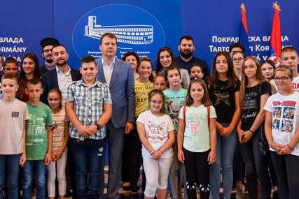 Mirović sa srpskom djecom iz BiH i Hrvatske: Ljetni kamp prilika da se ostvare kontakti sa vršnjacima u Srbiji
